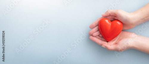 The woman is holding a red heart. Fototapet