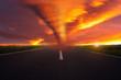 Feuer Tornado auf einer Landstraße