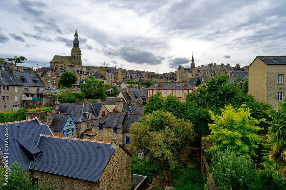 Ville de Dinan, les remparts, la cathédrale, Côtes-d'Armor, Bretagne, France
