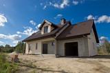 Dom w trakcie budowy, wykonywanie elewacji