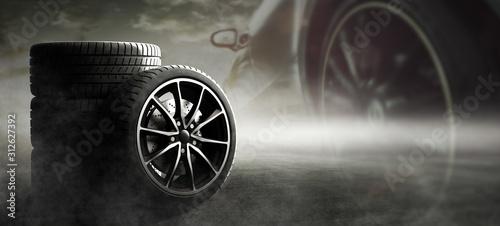 Obraz Sportliche Auto Reifen - fototapety do salonu