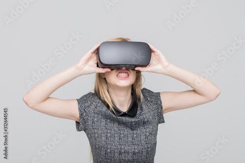 Blonde woman in VR headset on grey background hardcore moments Tapéta, Fotótapéta