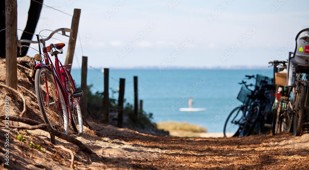 Fototapeta Vélo sur la côte atlantique, île de Noirmoutier en France