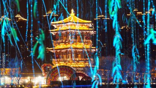 中国 西安 大雁塔 広場 夜景 Wallpaper Mural