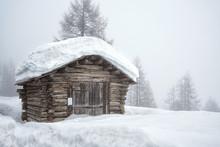 Alte Holzhütte Voller Schnee