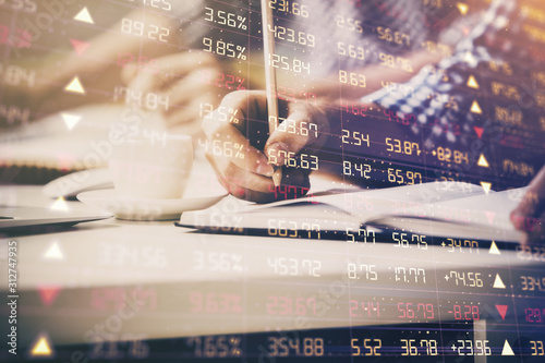 Fotomural  Multi exposure of two men planing investment with stock market forex chart