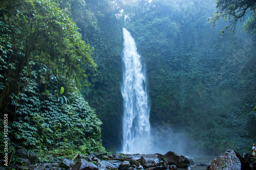 Cuadros en Lienzo Majestic, Big and Powerful Nungnung Waterfall in The Lush Green Forests of Ubud,