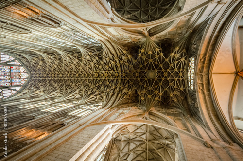 Fototapeta Gloucester Cathedral ceiling above the choir, impressive structure