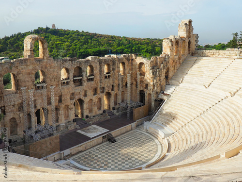 Photo Amphitheater Stage and Seating in Athens, Greece Near the Acropolis