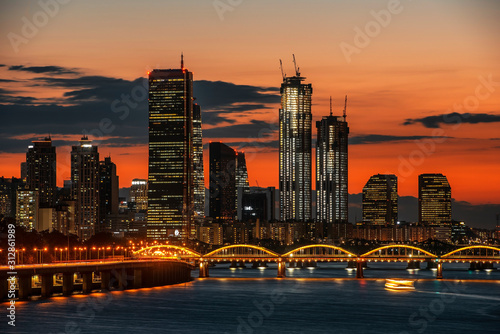 Papel de parede  Seoul skyline sunset, Building 63 in Seoul and city skyline in Seoul, South Kore
