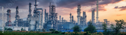 Petrochemical industry with Twilight sky. Slika na platnu