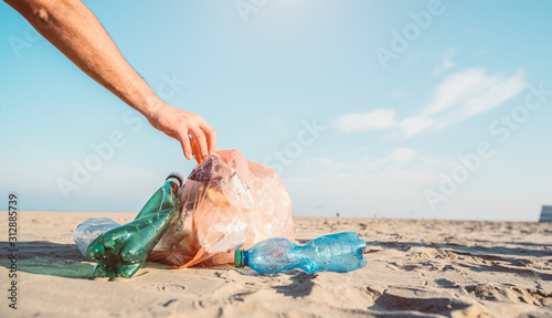Cuadros en Lienzo Garbage and plastic bottles on a beach. Environmental concept