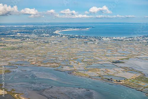 Vue aérienne des Marais salants de Guérande / Baie de la Baule Fototapeta