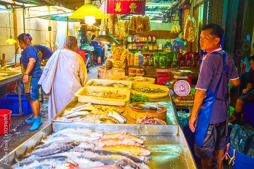 Świeży rybi rynek w Chinatown Bangkok, Tajlandia