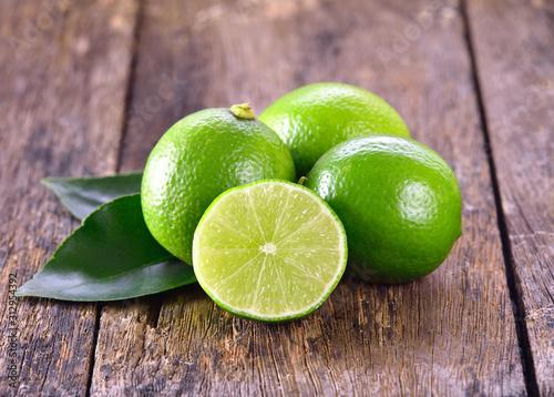 Obraz na plátne Lime on wooden background