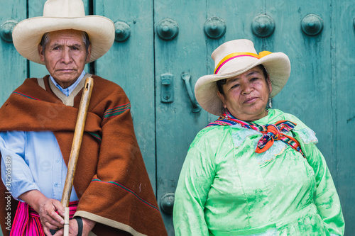 Matrimonio de pareja adulta mayor en ceremonia de Cajamarca Perú Canvas Print