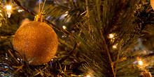 Adornos Navideños, Puestos En El árbol De Navidad