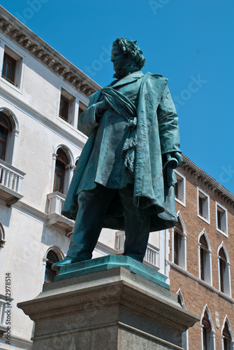Venice, Italy: View at statue of Italian patriot Daniele Manin from 1875, by Lui Poster Mural XXL