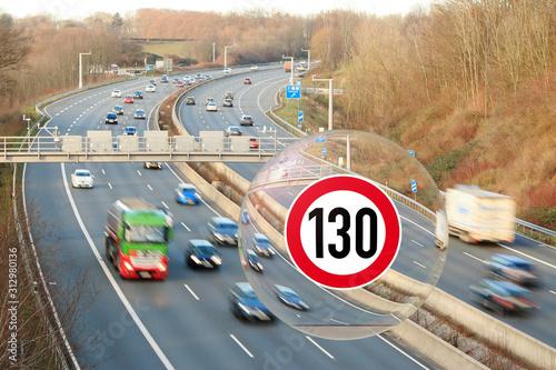 Fotomural Diskussion über Geschwindigkeitsbeschränkung auf Autobahnen, Blick in die Glasku