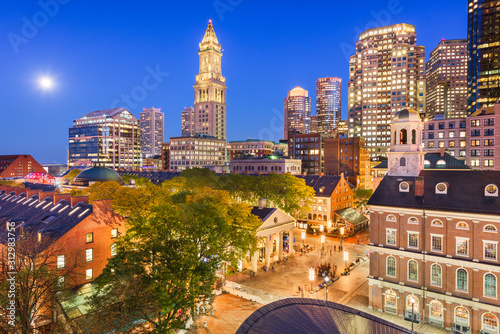 Obraz Boston, Massachusetts, USA skyline with Faneuil Hall and Quincy Market - fototapety do salonu