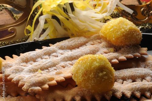Foto Chiacchiere e castagnole al limoncello ft0201_2737
