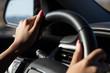 Auto fahren car woman Frau Fingernägel pink reisen