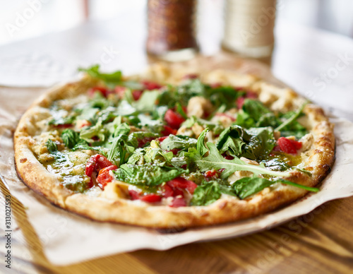 Obraz gourmet brick oven fired chicken and pesto pizza in restaurant - fototapety do salonu
