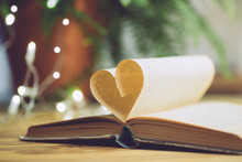 Love Reading Or Saint Valentin...