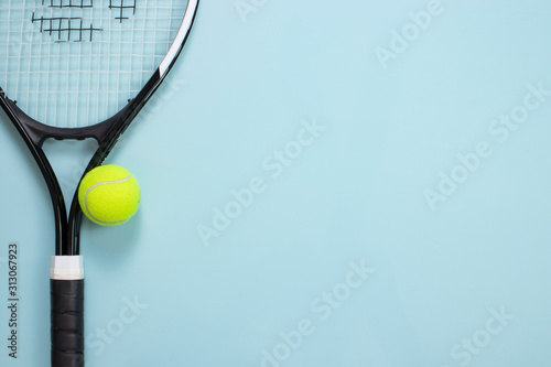Canvas Print Tennis ball and racket isolated background. Top view