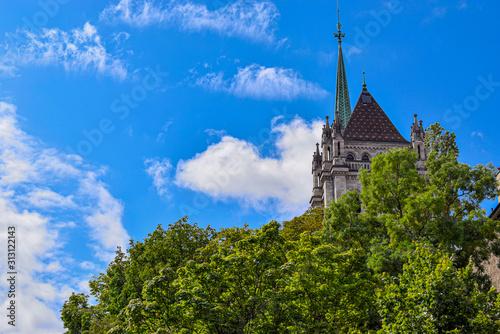 La cathédrale Saint-Pierre est une cathédrale de Genève, en Suisse, appartenant aujourd'hui à l'Église protestante réformée de Genève Wallpaper Mural