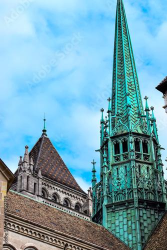 La cathédrale Saint-Pierre est une cathédrale de Genève, en Suisse, appartenant aujourd'hui à l'Église protestante réformée de Genève Canvas Print