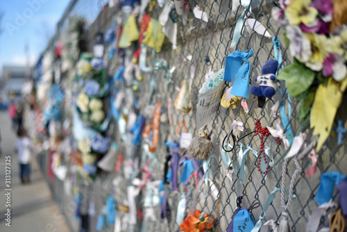 Fotografia Chain Link Fence at OKC Memorial
