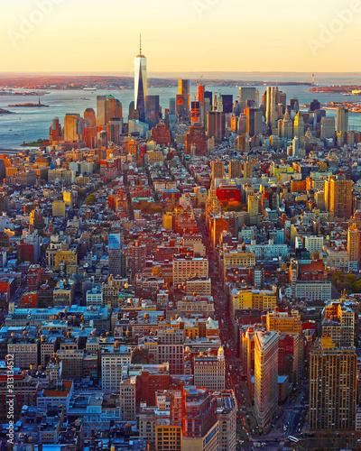 Widok z lotu ptaka na centrum Manhattanu i na dolnym Manhattanie w Nowym Jorku, USA. Skyline z wieżowcami. New Jersey City. Budynek architektury amerykańskiej. Panorama Metropolis w Nowym Jorku
