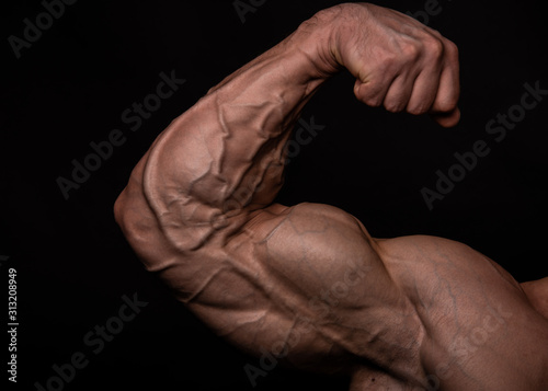 Billede på lærred Muscled male model flexing biceps