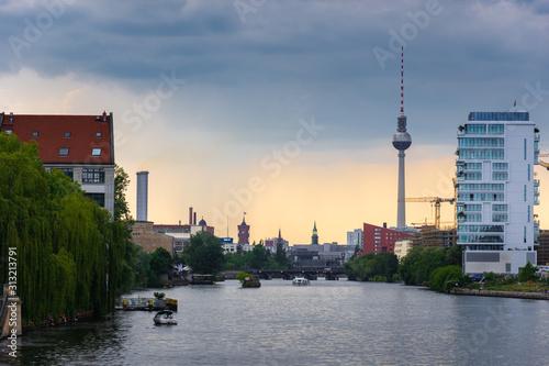 Fotografía  A storm passes across the Berlin skyline