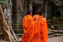 3 Bonzes De Dos Au Temple De T...