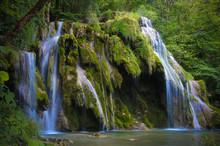 Cascade Des Tufs Dans Le Jura ...