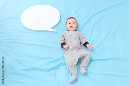 Baby Talking with Speech Bubble Learning Language Billede på lærred