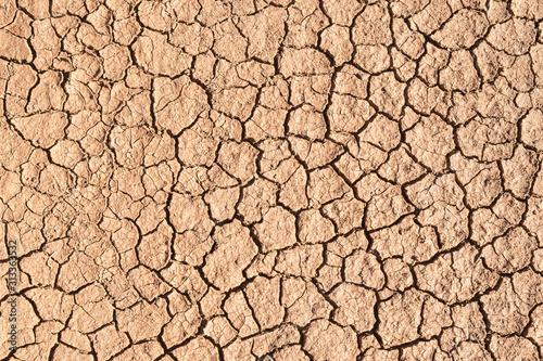 ausgetrockneter, aufgerissener Bodem, Bodenerosion, Klimaerwärmung Wallpaper Mural