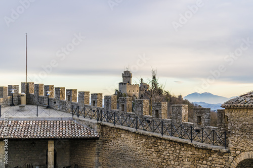 The battlements of the First tower (Guaita or Rocca) with the Cesta Tower view i Canvas Print