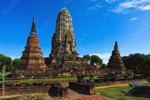 Photo Beautiful scene of Wat Ratcha Burana in Ayuthaya, Thailand.