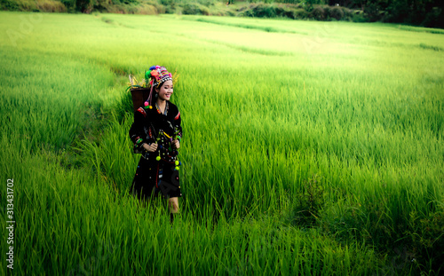 Fényképezés Hmong girl on a field