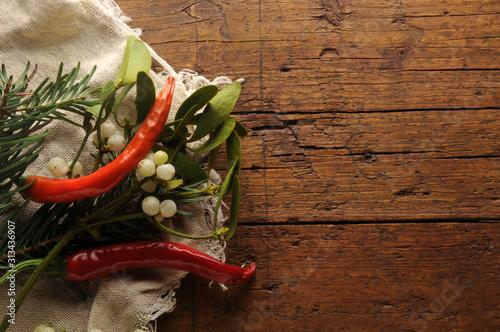 Photo Peperoncini con vischio ft0201_2667 Chilischoten mit Mistel Papryka chili z jemi