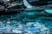Zerbrochene Glasscheiben Im Al...