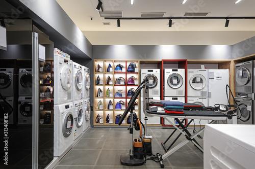 Obraz Premium home appliance store interior - fototapety do salonu