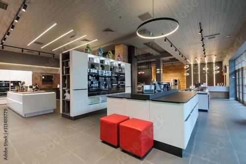 Fotografía Brand new home appliances in store showroom