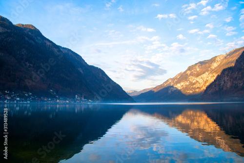 Beautiful alpine hills above lake on horizon in Hallstatt, landscape with Hallst Tapéta, Fotótapéta