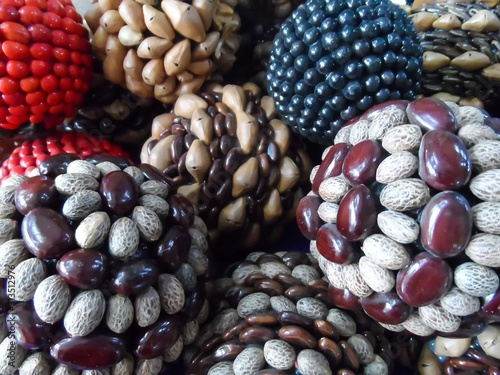 Cuadros en Lienzo Seeds and beans glued on balls for decorative craft items