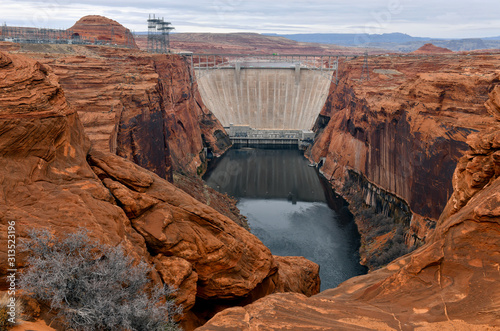 фотография Glen Canyon Dam on Colorado River which creates Lake Powell near Page Arizona