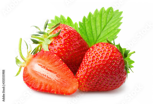 Tela  Ripe strawberries with leaves isolated on a white